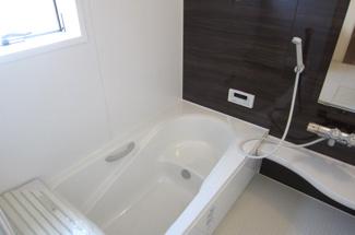 いろんな入浴の仕方ができる段付き浴槽