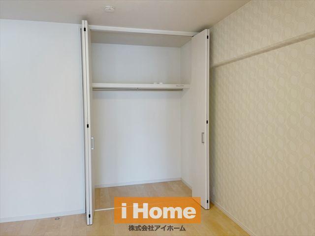 【洋室 約4.7帖】 【洋室 約4.7帖】 収納付きのお部屋です!