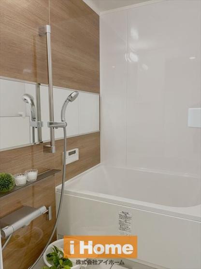 浴室新調しています! 便利な追い炊き機能付きです!