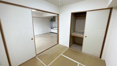 ゆったりとくつろげる和室です。