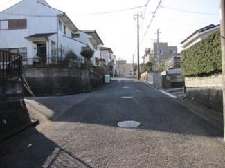 前面道路含む現地写真です。駐車も楽々です♪