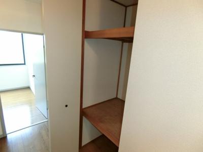 同じ間取りの別の部屋の写真です。廊下収納