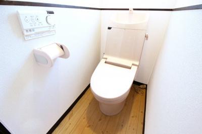 ウォシュレット機能付きのトイレでいつも清潔に保てます。