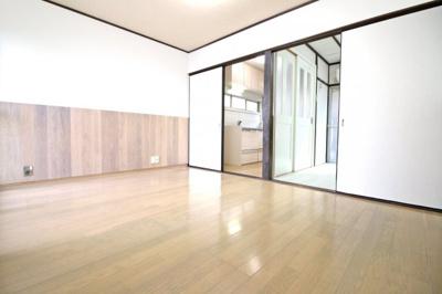 《DK9帖》キッチンススペースが扉で仕切られており生活感が隠せます。急な来客でもすぐに対応できて助かりますね♪