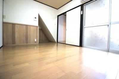 《DK9帖》掃き出し窓があり明るいお部屋です。《3DK》だけでなく《4K》としてもお使い頂けます。