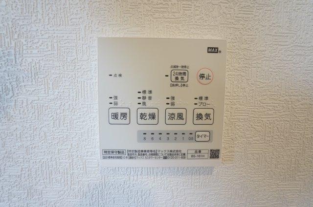 お風呂の乾燥、暖房などが簡単にできます。タイマーもついて便利ですね。