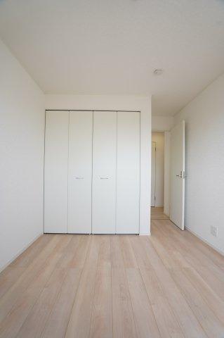 クローゼットに洋服や学校道具、部活道具なども収納できてお部屋がすっきり片付きます。