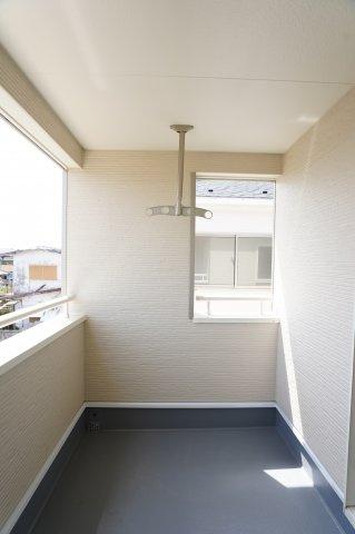 インナーバルコニーは雨の日の洗濯物も濡れずに安心です。共働き世帯に嬉しい設計です。