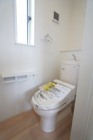 2階の温水暖房便座のトイレです。
