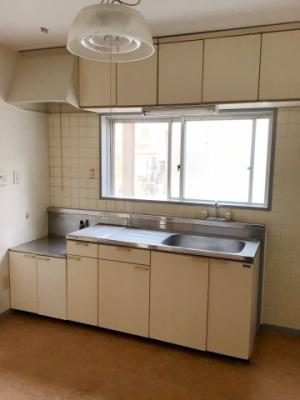 窓のあるキッチン