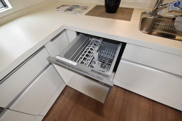 キッチンには食洗器がついているので、お皿洗いも楽々!