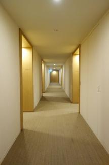 【投資用(オーナーチェンジ物件)】 ホテルライクな内廊下設計。空調設備もあり夏は涼しく冬は暖かいです。