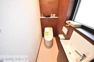 家族にとって大切なトイレの便器はもちろん、窓や手洗いなど細かい部分までこだわっています。