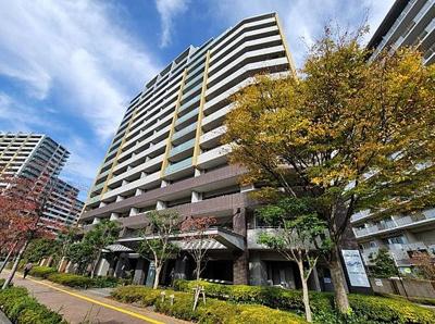 リボンシティレジデンスイーストアリーナ、15階建の2階部分のお住まいです。