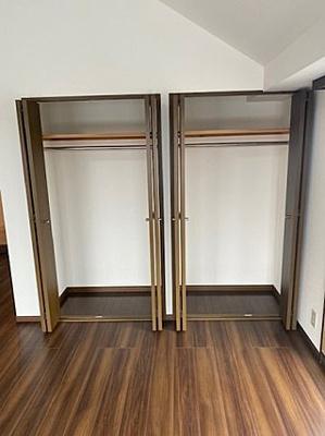 大きな収納があるとお部屋のスペースを有効的に使えますね。
