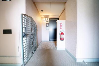 ポーチ付の玄関です。プライバシーが確保できます。