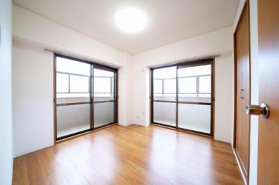 北側の洋室です。2面採光の明るい洋室です。