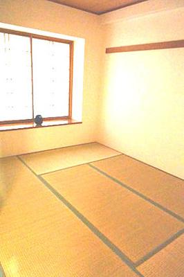 約6帖の和室。陽当りがよく、お昼寝するのも気持ちよさそうですね。