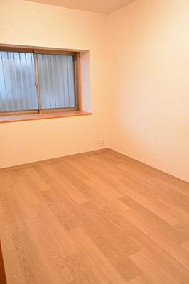 全居室には便利な収納付となっております。