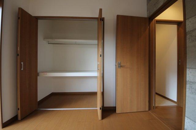 衣類をまとめて収納できるので、お部屋を広くお使いいただけます。