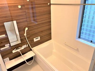 浴室換気乾燥暖房機付きのゆったり一坪サイズ浴室。 オールシーズン快適なバスタイムが実現します。※同仕様写真