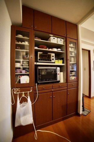 備え付けの大容量キッチン収納!