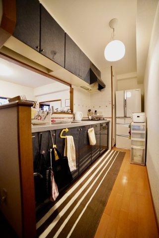 リビングを一望できるキッチン!換気扇、ガスコンロのみの交換でリフォームを安くすることもできます!