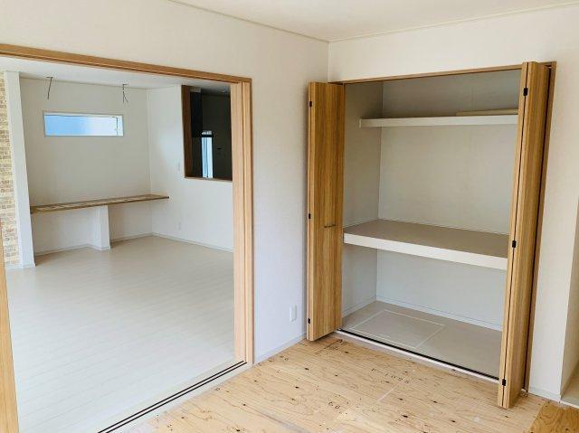 和室押入です。お布団、座布団、アイロンやなど収納できあると便利な押入です。
