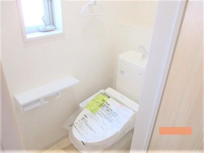 各階には温水シャワー付きのトイレを完備 ※同仕様写真