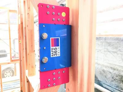 メーカー共同開発の制震金物「クワイエ」標準装備。耐震等級3(最高等級)を取得しております ※同仕様写真