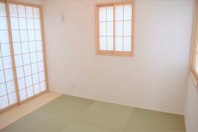 リビングから続き間になった和室。廊下からも直接で出入りできる便利な動線です ※同仕様写真