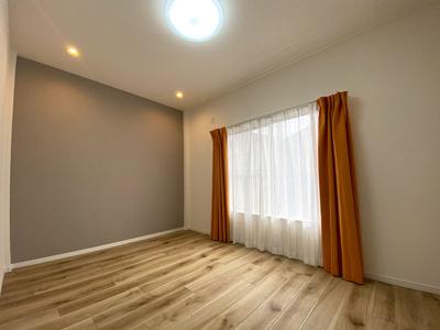 3階洋室(6.0帖)です。 南向きバルコニーからの採光がたっぷり入る明るいお部屋です♪