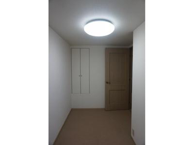 お部屋の各所に収納があり、室内を有効活用できますね。