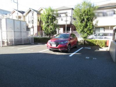 敷地内駐車場です。空き状況はお問い合わせ下さい。