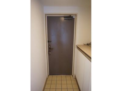 玄関にはシューズボックスを設置しています。