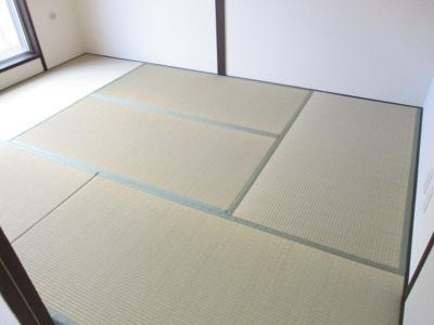 畳は表替えしており、きれいな状態です。