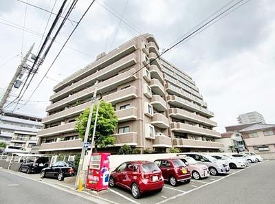 総戸数42戸、鉄筋コンクリート造の地上9階建マンション。