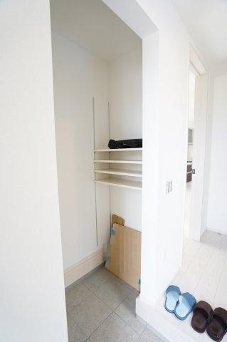 靴はもちろんアウトドア用品も収納できるので玄関がすっきり!生活感をなくすことができますね♪