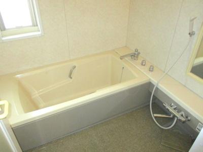浴室が2つあるので、客人と使い分けができます。