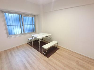 5.9帖の洋室です。 子供部屋やワークスペースとしても活用できます。