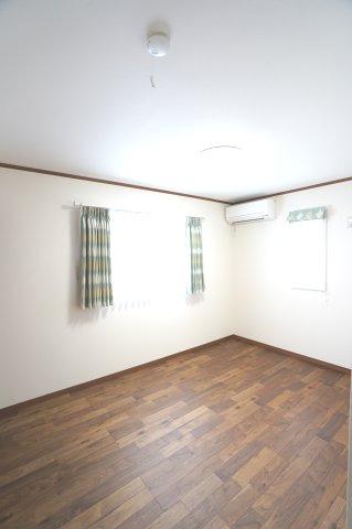 2階6.5帖 各居室エアコン、照明器具付きです。