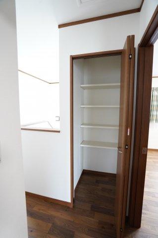 2階ホール 季節物の家電や買い置きした日用品等収納するのに便利です。