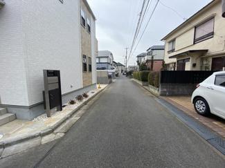 前面道路は4mと4mの公道です。