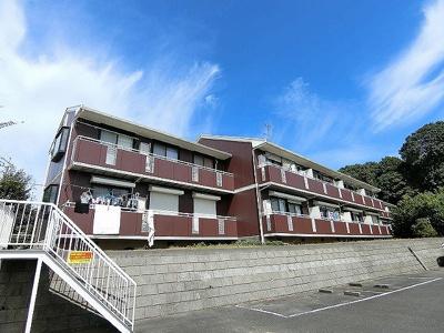 「生田」駅にアクセス可能な最寄りバス停より徒歩1分!便利な立地の2階建てアパートです♪小学校や中学校が近くてお子様のいるファミリーさんには嬉しい立地です☆