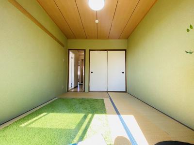 押入れのある南東向き和室6帖のお部屋です!寝具をすっきり収納できるので和室は寝室にもオススメ☆パステルグリーンのクロスが魅力的なお部屋です☆