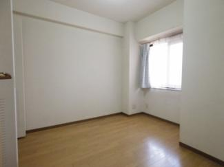 4.6帖の洋室は車通りもほとんどないので大変静かです。