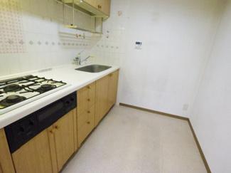 作業スペースが広く、ストレスなく快適にお料理ができるキッチンです。