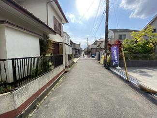 前面道路は4.4mと4mの公道です。