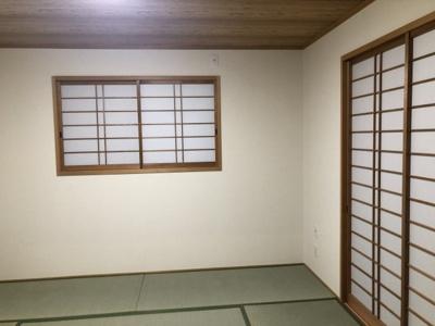 ゆとりの和室8帖です。やはり畳のお部屋は落ち着きますね。和室ですが窓がありますので、換気が容易に行えますよ♪