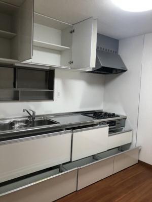 これだけ収納スペースが充実していると、たくさんの調理器具をお持ちの方も安心です♪